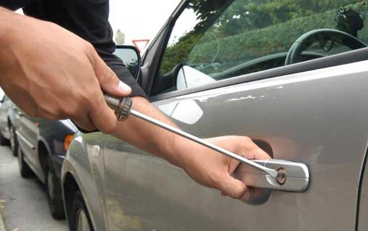 Catania, tenta di rubare elettrodomestici da un'auto: arrestato
