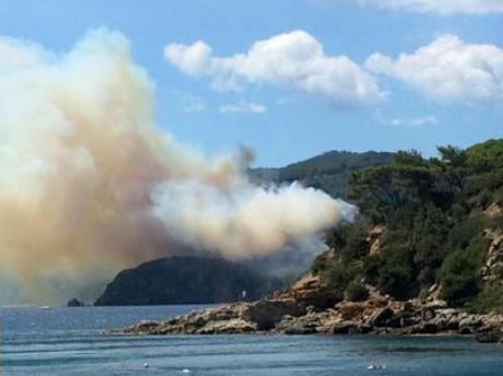 Grosso incendio a Lipari: danni ingenti