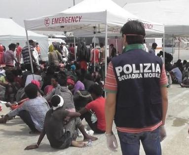 Catania, fermati i due presunti scafisti dello sbarco di 279 migranti