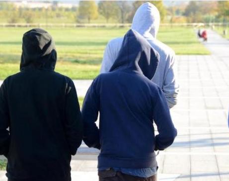 Acireale, 5 minorenni denunciati tentato furto aggravato e danneggiamento
