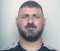 Catania, aveva in casa un fucile a canne mozze e 2 pistole: arrestato