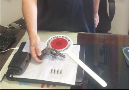 Siracusa, ambulante arrestato per possesso di arma e munizioni