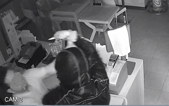 Armato rapina una tabaccheria a Siracusa, fugge con 3 mila euro