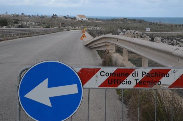 Marzamemi - Portopalo, un tratto di strada ancora senza guard rail