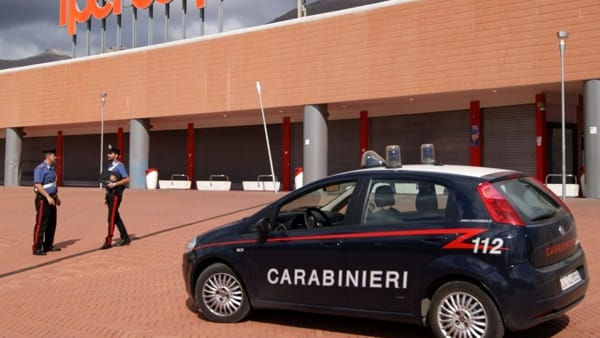 Palermo, ruba 800 euro di creme solari: preso al Centro commerciale