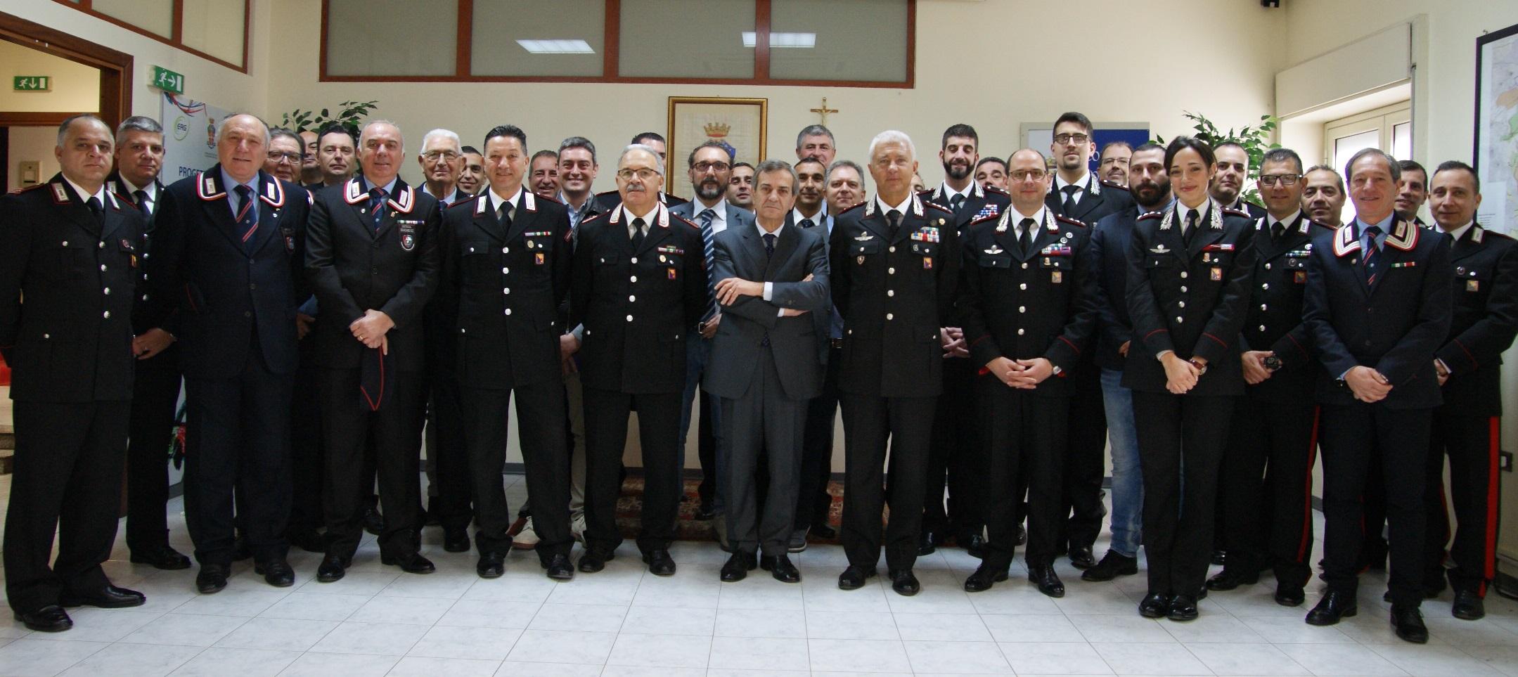 Siracusa, il prefetto di Siracusa saluta carabinieri e Guardia di finanza