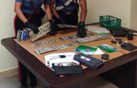 Trovati con auto e materiale rubato, arresti vicino Reggio Calabria