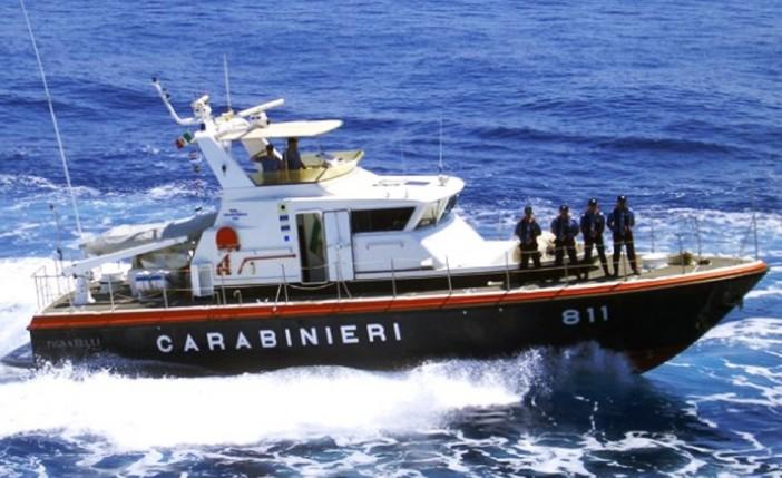 Castellammare, barca in avaria a un miglio dalla costa: famiglia salvata dai carabineiri