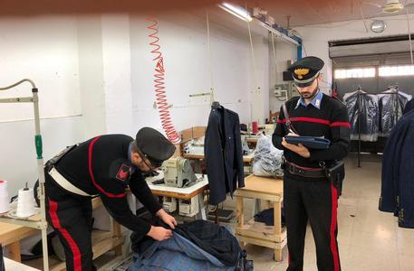 Lavoro nero e sottopagato a Napoli, 11 ore al giorno per 20 euro