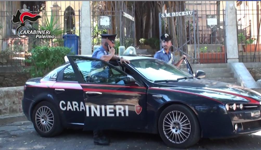 Palermo, pistola e sigarette nascoste nella bara del boss Badalamenti