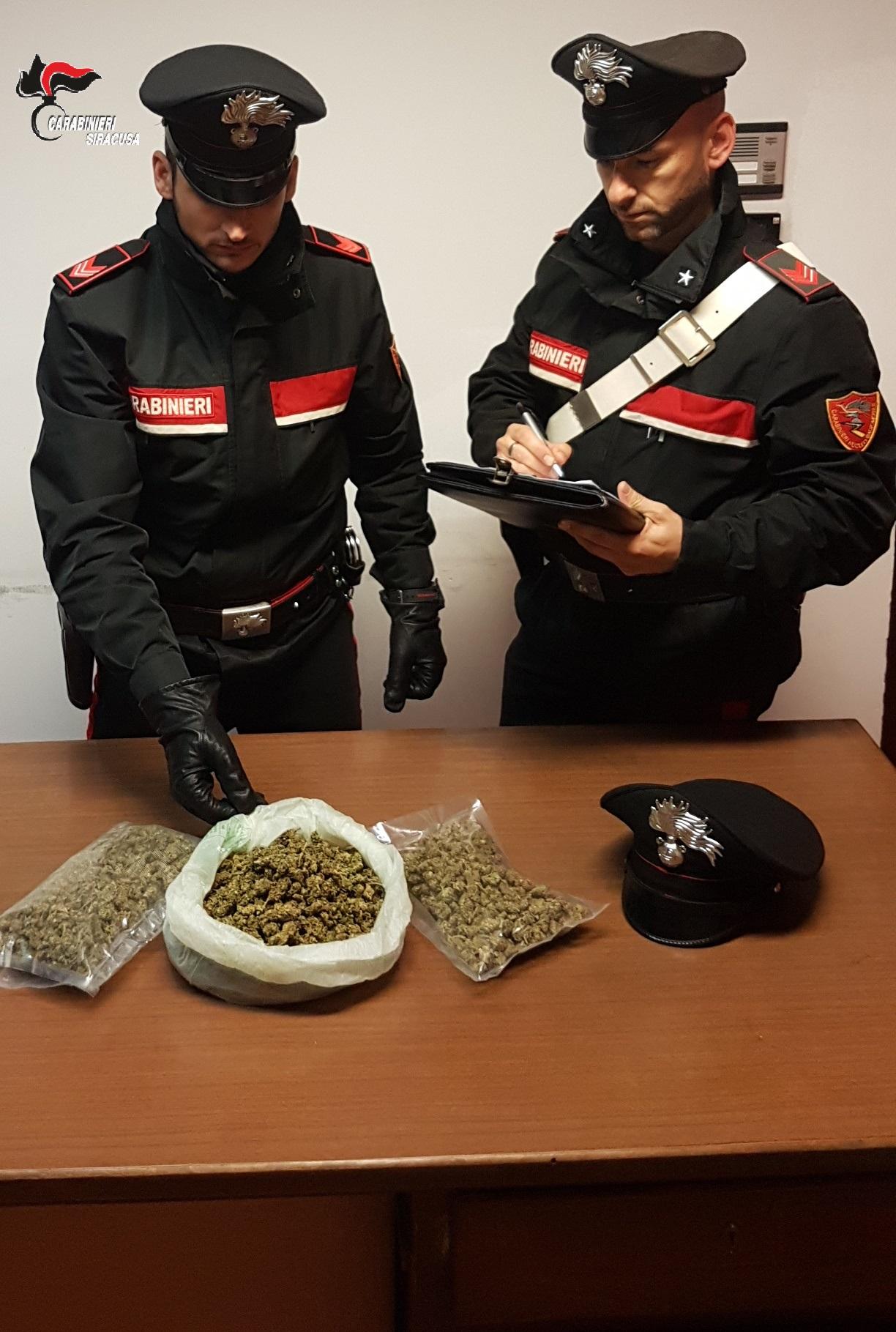 Augusta, bloccato in via Megara con mezzo chilo di marijuana: domiciliari
