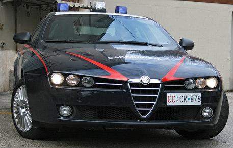 Spari a Napoli, uomo ferito, ma non dai colpi: indagano i carabinieri