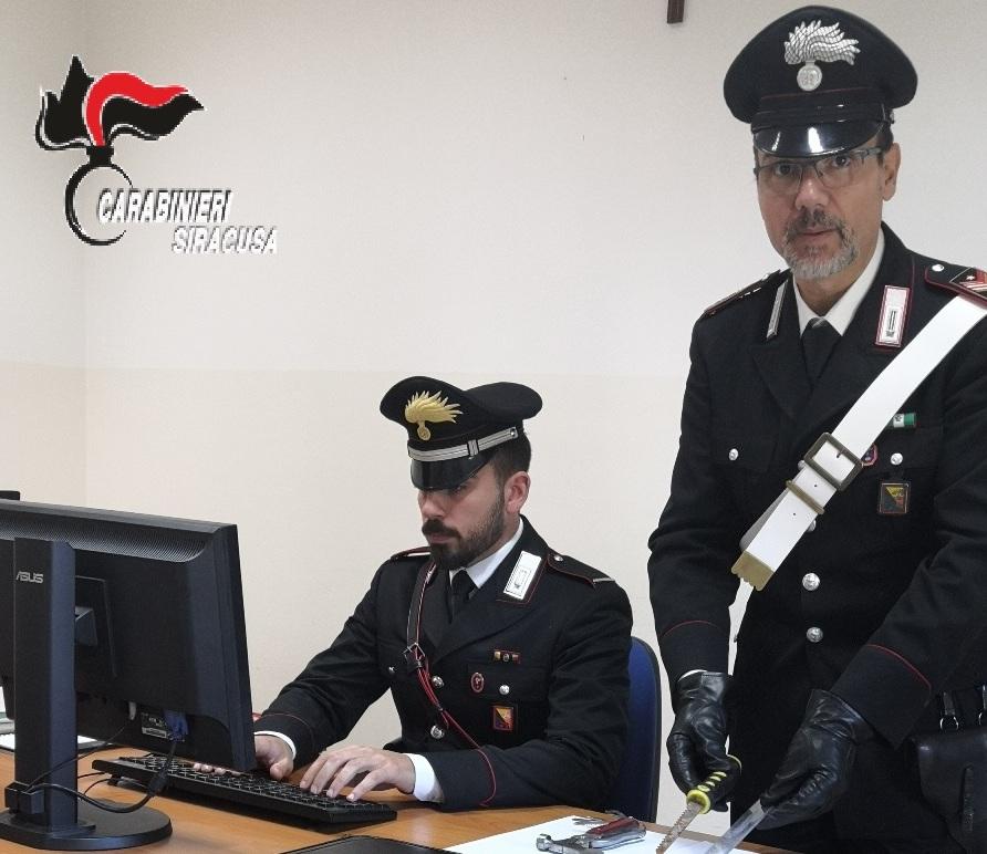 Carlentini, preso con un coltello vietato: lentinese denunciato