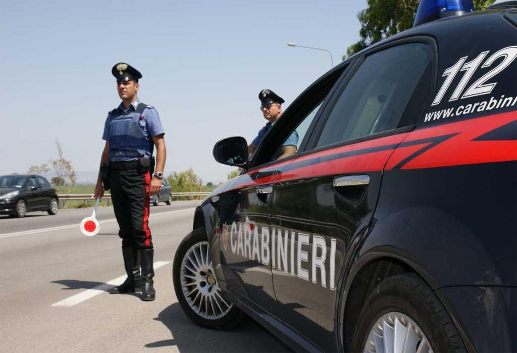 Si oppone al controllo dei carabinieri, arrestato a Pietraperzia
