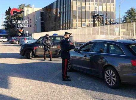 Pretendono l'auto per un debito del fratello: 2 arresti a Cosenza