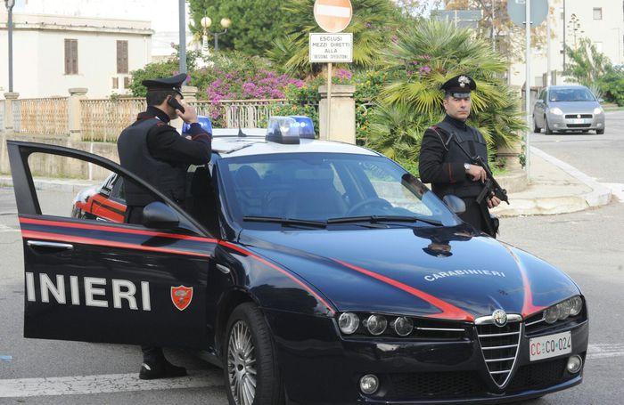 Calabria, sparò contro due auto: arrestato dai carabinieri