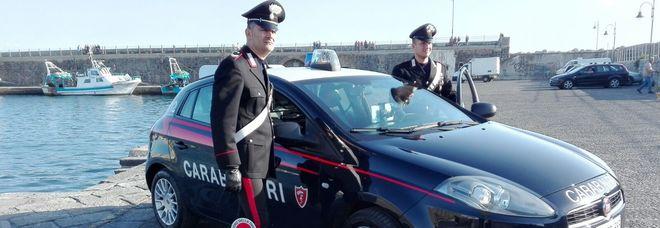 Forza posto di blocco e investe carabiniere: arrestato a Napoli