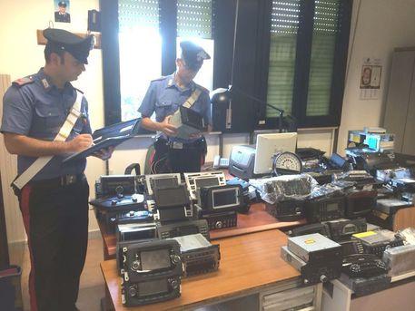 Criminalità: navigatori rubati e venduti on line, quattro arresti