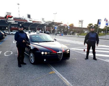 Minaccia le prostitute per avere i soldi, arrestato a Lamezia Terme