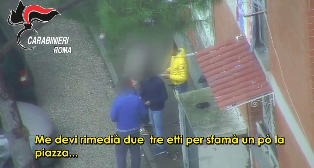 Blitz antidroga a Tor Bella Monaca, 11 arresti e 16 denunce