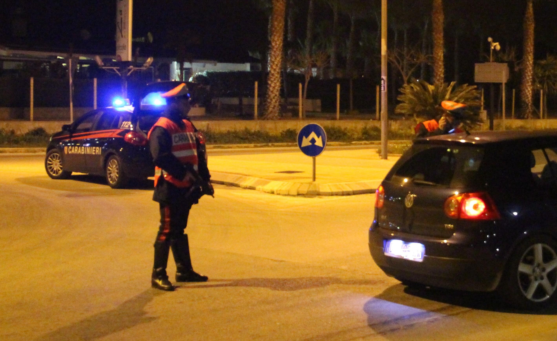 Santa Croce, aggredisce i carabinieri durante un controllo: arrestato