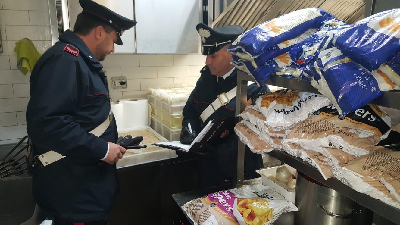 Siracusa, sequestrati 75 chili di alimenti a un ristorante di Ortigia