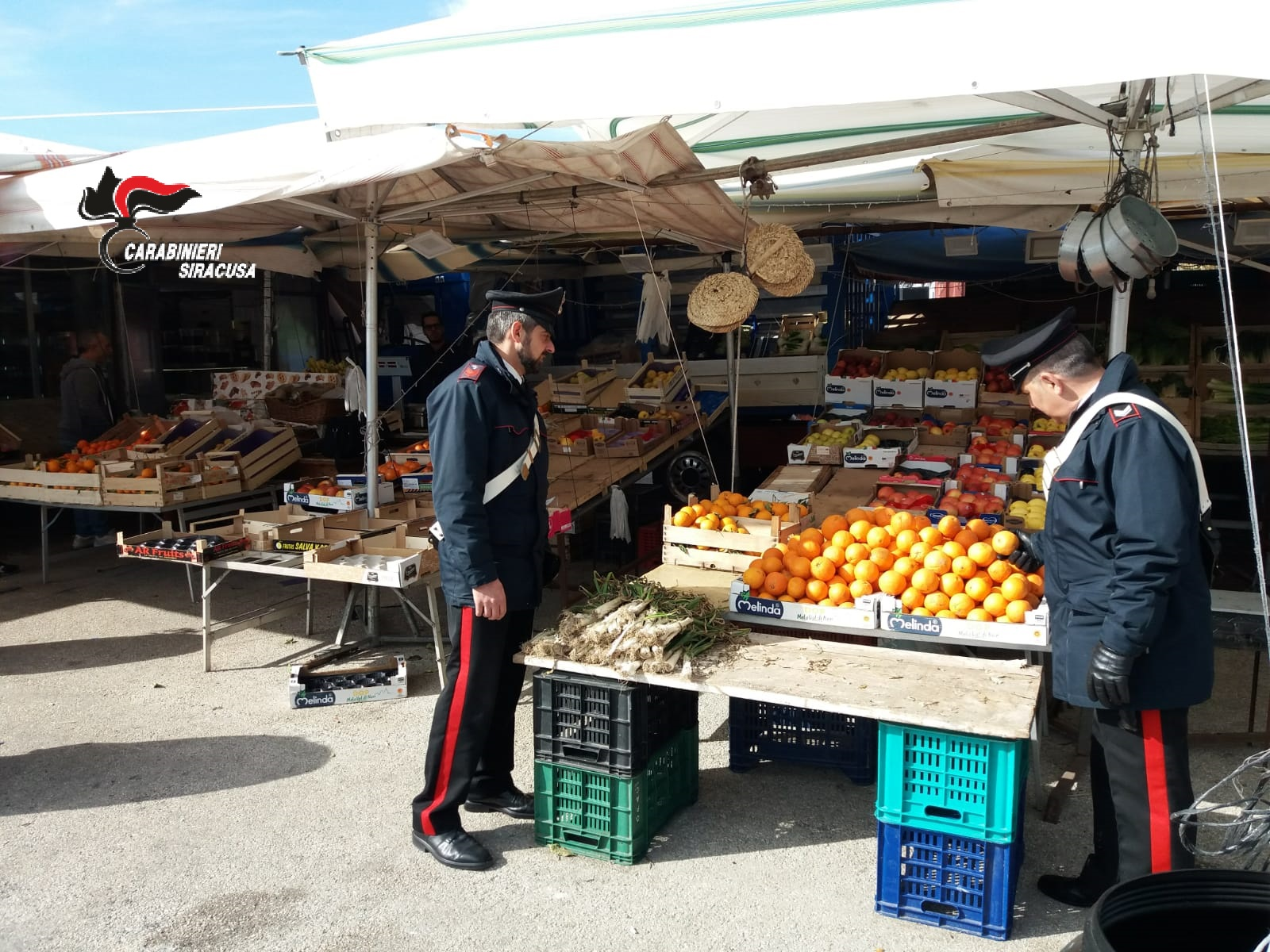 Sequestrati 500 chili di frutta a un ambulante di Siracusa