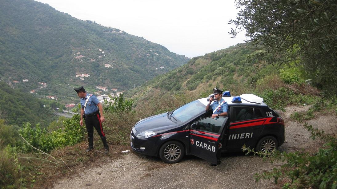 Cade in un dirupo nel Messinese, anziano salvato dai carabinieri