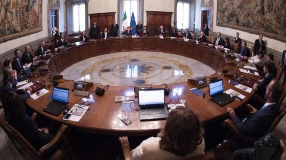 Il Cdm impugna la legge della Regione siciliana sugli assegni vitalizi