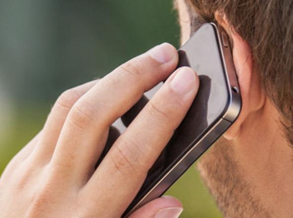 Uso prolungato dei telefoni cellulari non aumenta il rischio cancro