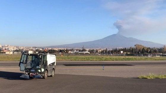 Cenere dall'Etna, apertura parziale dell'aeroporto di Catania Fontanarossa