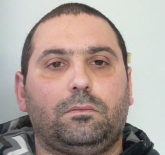Latitante si lancia da 5 metri per fuggire, arrestato a Catania