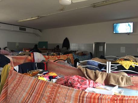 Migranti, sequestrati due centri di prima accoglienza a Benevento e a Durazzano