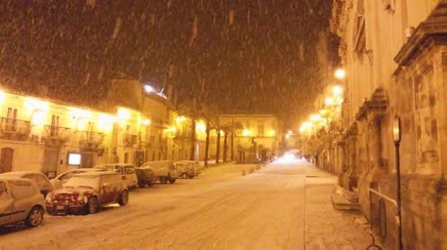 Arriva la neve nel Ragusano, Chiaramonte Gulfi è imbiancata