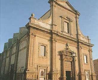 Sciacca, testa di capra mozzata davanti alla chiesa: intimidazione a prete