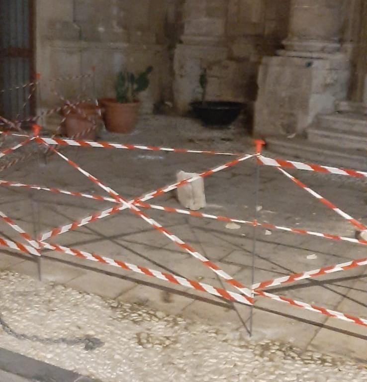 Siracusa, cade masso dalla facciata dell'Immacolata: tragedia sfiorata