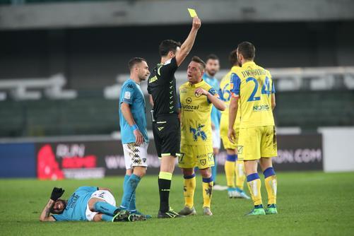 Calcio, non si ferma la corsa del Benevento: vince col Chievo in rimonta