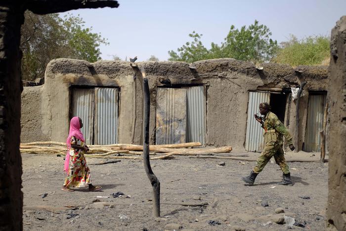 Tre kamikaze si fanno esplodere, 27 morti e 80 feriti nel Ciad