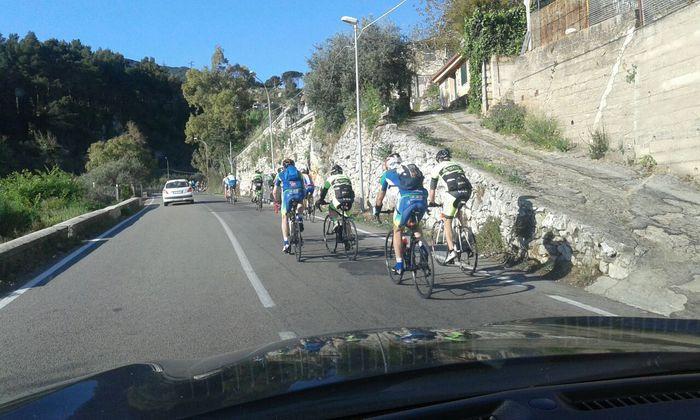 Gara ciclistica nel Palermitano non autorizzata: proteste degli automobilisti