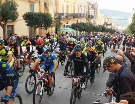Ciclismo, Granfondo Valle dei Vini apre stagione Mountain bike Sicilia