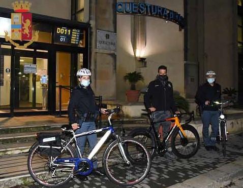 Ragusa, visita in Questura del ciclista professionista ibleo Damiano Caruso
