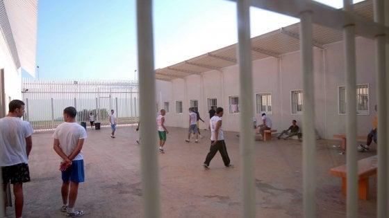 Devastò il centro rimpatrio di Bari, arrestato a Ragusa