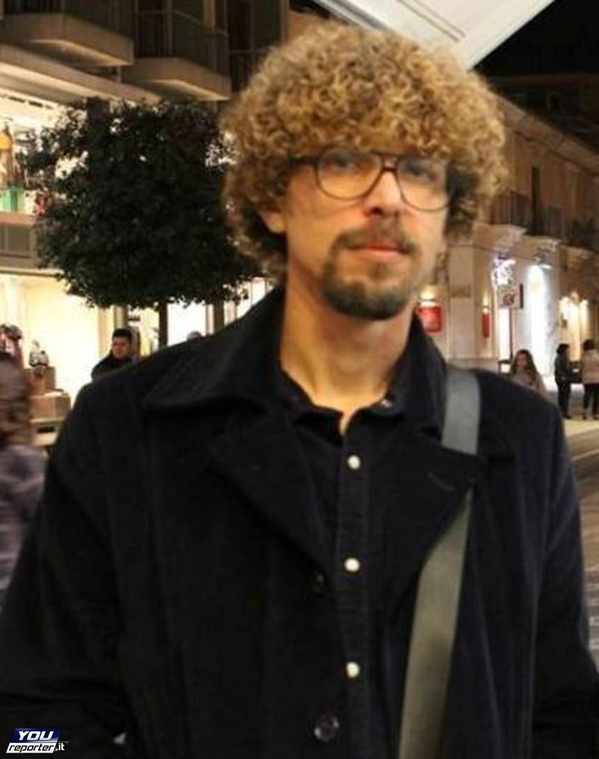 """Vittoria. opera dello scultore Cimbali all'Istituto """"Sciascia"""" di Scoglitti"""