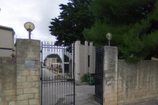 Scritte minacciose al cimitero di Floridia contro i carabinieri