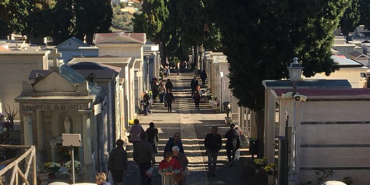 Modica, il sindaco: pass auto gratis per il cimitero da rilasciare solo ai disabili
