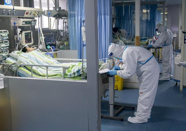 Quarantuno i morti per il virus in Cina, tre contagiati in Francia