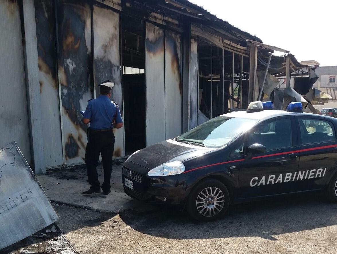 In fiamme stabilimento per prodotti da forno a Città Giardino