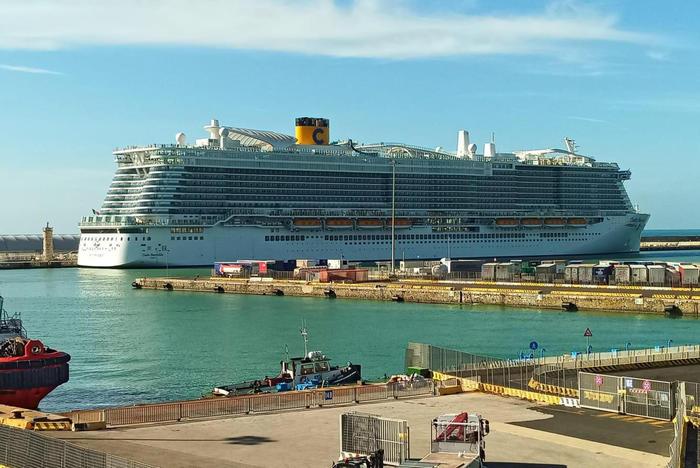 Due turisti con febbre, bloccata a Civitavecchia nave da crociera con 6 mia persone a bordo