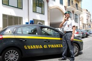 Caltanissetta, commerciante di tessuti evade 5 milioni di euro: denunciato a piede libero