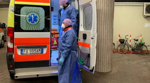 Posti letto out a Infettive a Caltanissetta: 2 pazienti covid in ambulanza